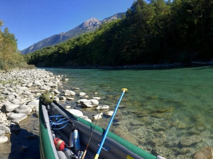 pêche en canoë rivière avec raftubaye